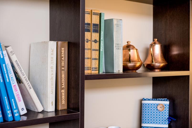 Le Fashionaire Cafés giros no Porto:  Apartamento livros cafe apartamento porto decoracao vintage 7646 PT 805x537