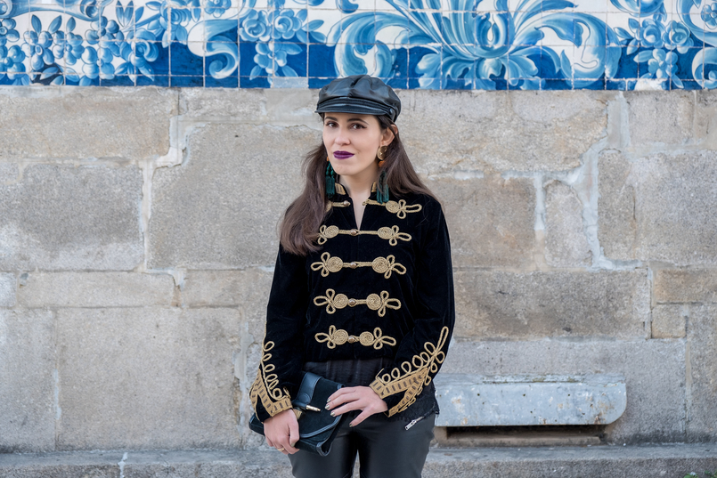 Le Fashionaire Where to buy cool military jackets? military black velvet gold embroidered zara jacket black leather hat cap zara suede black bag gold details zara 2243 EN 805x537