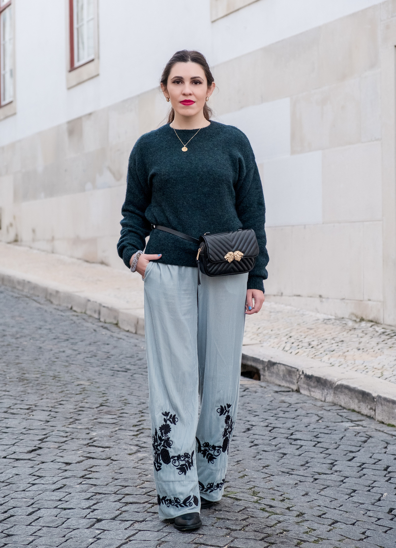 Le Fashionaire Belt bags trend: Yay or nay? mint velvet embroidered flowers zara trousers mohair dark green hm knit world map gold cinco necklace gold lions black zara belt bag 8103 EN 805x1114
