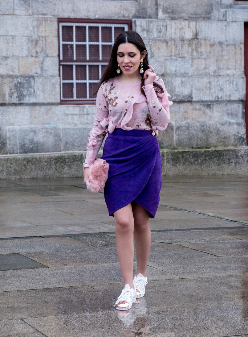 Le Fashionaire Spring trend: Ultraviolet pale pink snake mohair uterque jumper ruffles purple suede uterque wrap skirt gold button adidas white suede metallic pointed gold sneakers 7744 EN 805x1092