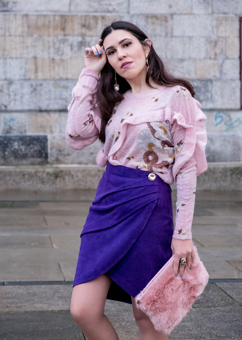 Le Fashionaire Spring trend: Ultraviolet pale pink snake mohair uterque jumper ruffles purple suede uterque wrap skirt gold button green snake purple stone roberto cavalli ring 7799 EN 805x1128