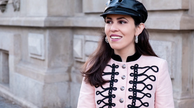 Le Fashionaire Is Internet the new witch hunt? pink velvet black embroidered military zara jacket pearls white hoops earrings pedra dura black military hat fake leather zara 7527F EN 805x450
