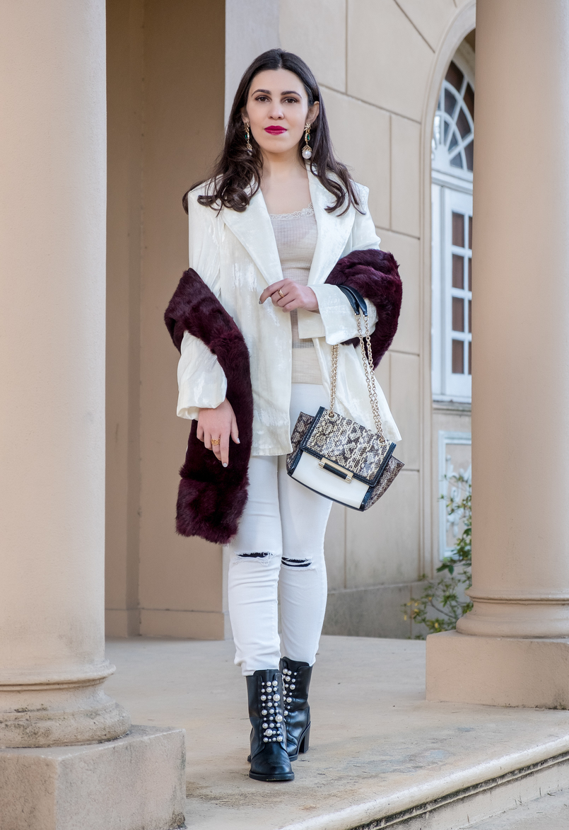 Le Fashionaire Two key pieces to wear in January white ripped mango jeans black leather white pearls zara ankle boots White leather snake print gold chain diane von furstenberg bag 7265 EN 805x1173