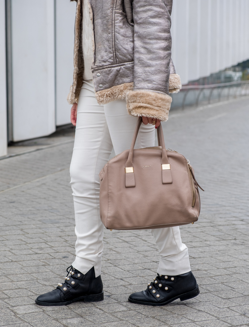 Le Fashionaire Are we too influenced by instagram? white zara trousers black leather white pearls zara boots leather nude furla twiggy bag 5416 EN 805x1059