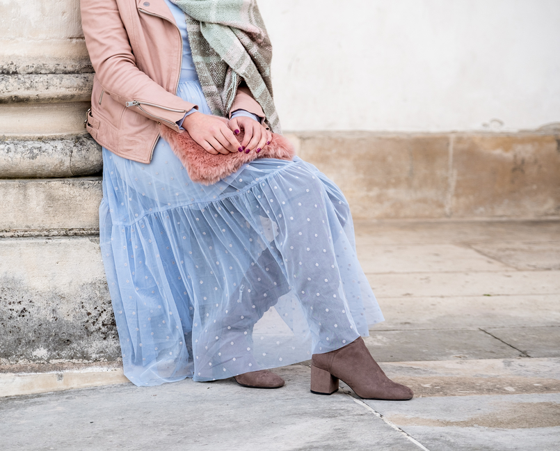 Le Fashionaire Mixing textures on winter baby blue organza dots maxi topshop dress motard pale pink leather jacket over knee gray suede beshka boots faux fur pale pink stradivarius clutch 1882 EN 805x648