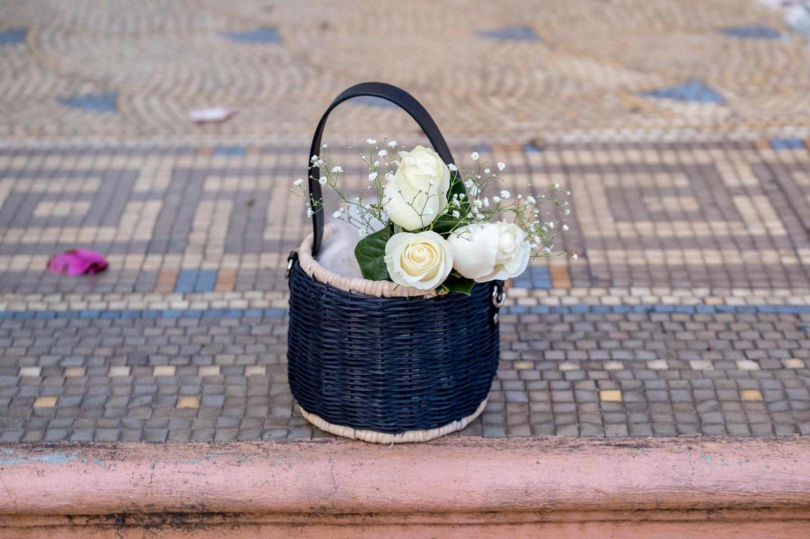 Le Fashionaire black zara straw basket white roses 1033 EN black zara straw basket white roses 1033 EN