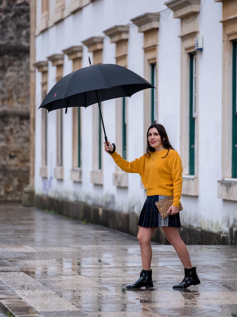Le Fashionaire Alerta amarelo: o mostarda é a cor sensação da estação camisola amarelo mostarda zara botas pretas verniz pele franjas massimo dutti clutch pele leopardo sfera 9924 PT 805x1076