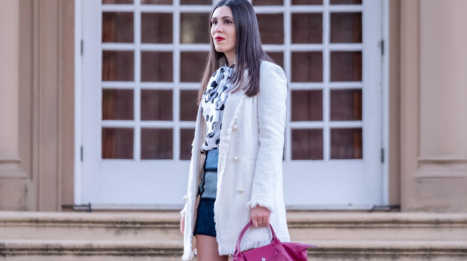 Le Fashionaire Tendência: as bolinhas são atemporais casaco branco maxi tweed zara perolas camisa branca bolas pretas shein saia pele patchwork azul bege zara 8949F PT