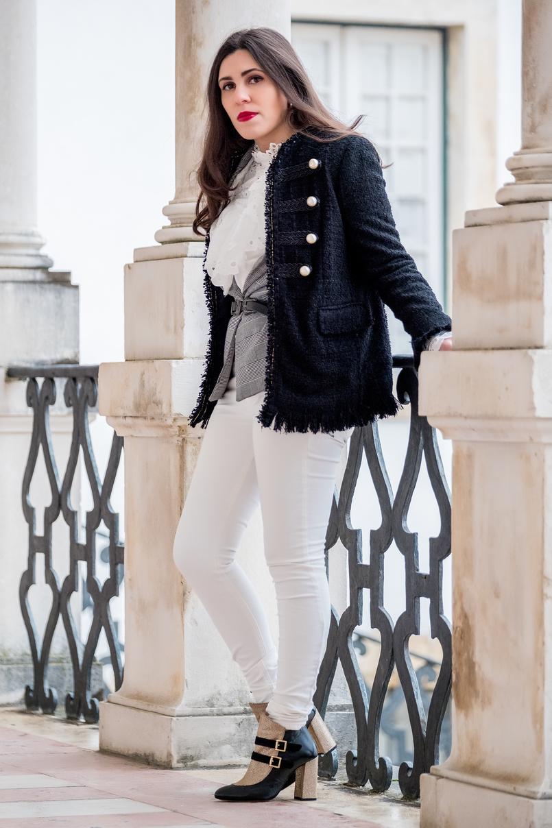 Le Fashionaire Os botins perfeitos para usar sem parar (até à primavera) casaco preto tweed perolas brancas zara blazer preto branco xadrez bershka calcas brancas skinny mango camisa branca bordado ingles shein 9801 PT 805x1208