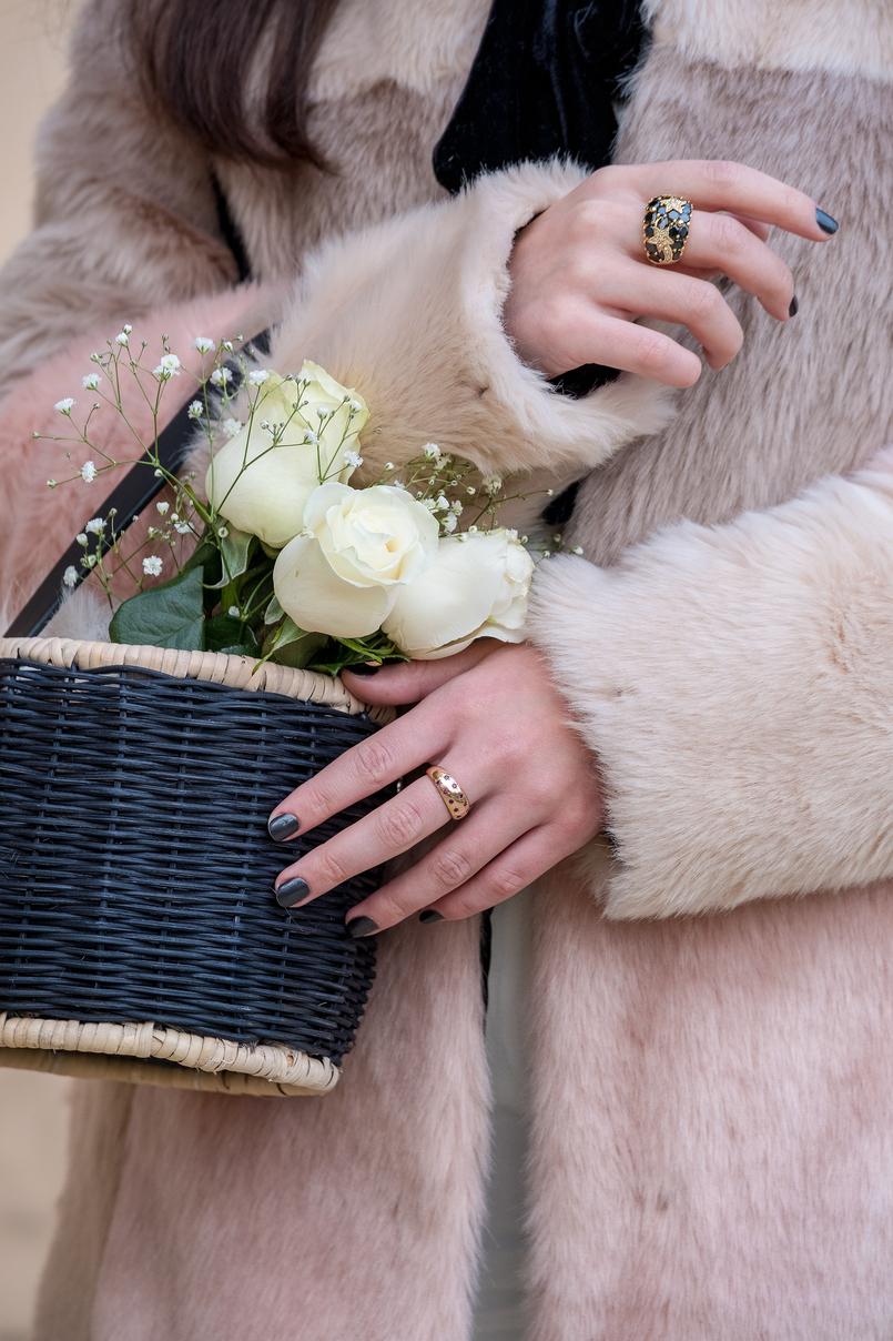 Le Fashionaire A ti, Margarida casaco rosa preto pelo asos cesta preta redonda zara rosas brancas 0966 PT 805x1208