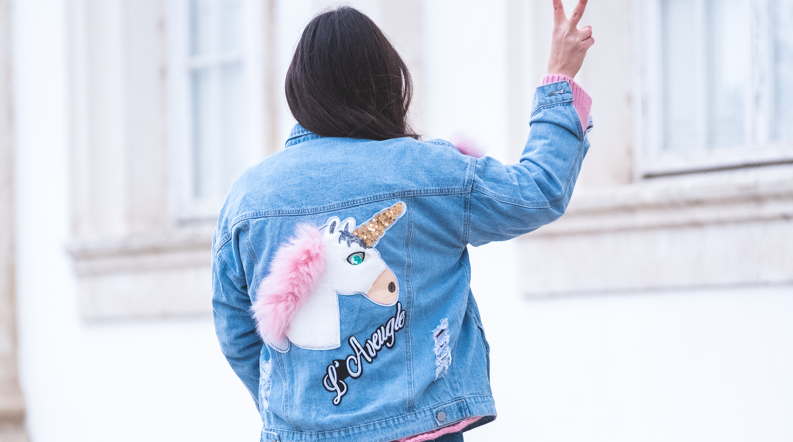 Le Fashionaire How to wear the same sweater in a different way denim jacket unicorn sequins faux fur pink 9965F EN