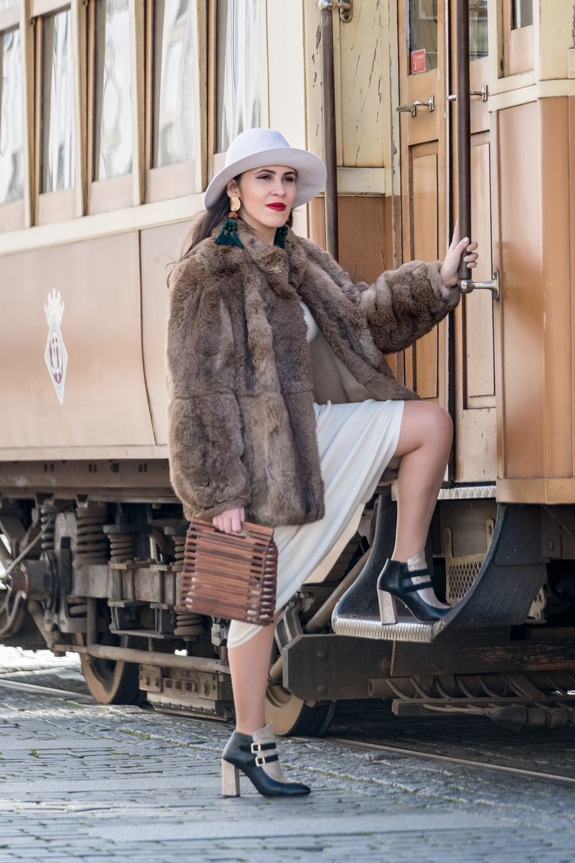 Le Fashionaire Dário Madeira: from the tragedy the most beautiful story of shoes was born faux fur oversized brown coat gold black buckle leather ankle boots dario madeira portuguese shoes handmade wood bag zara brown 0518 EN 805x1208