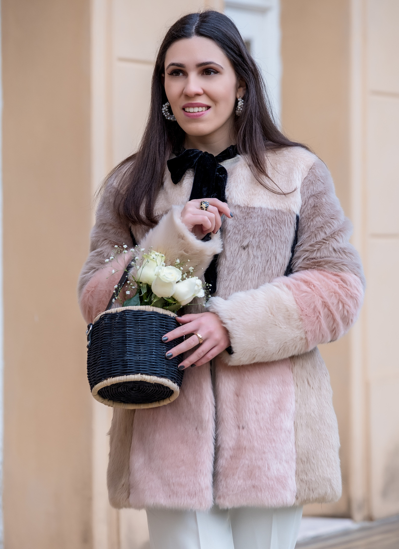 Le Fashionaire For you, Margarida faux fur pale pink black asos coat black zara straw basket white roses black bow neck velvet zara shirt white pearls hoop earrings pedra dura 0958 EN 805x1105