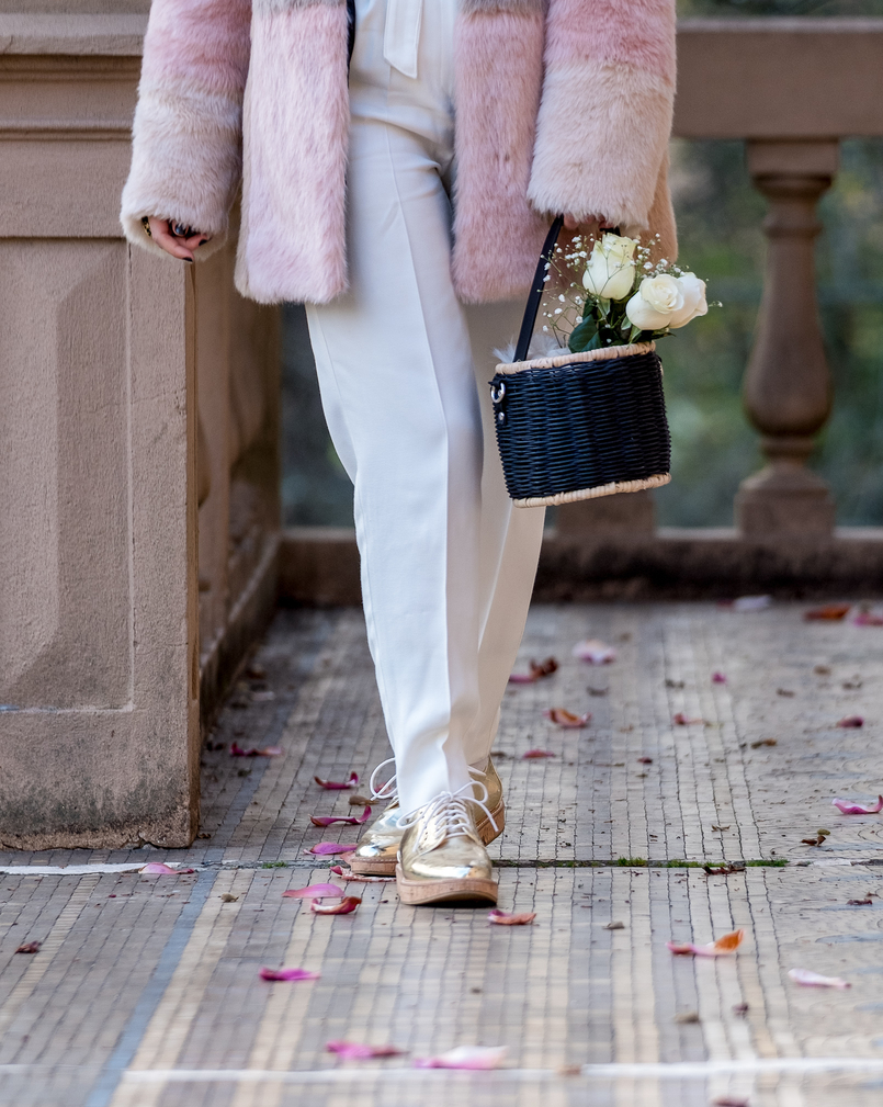 Le Fashionaire For you, Margarida faux fur pale pink black asos coat white mango wool trousers black zara straw basket white roses oxford gold cork sole mango shoes 1029 EN 805x1009