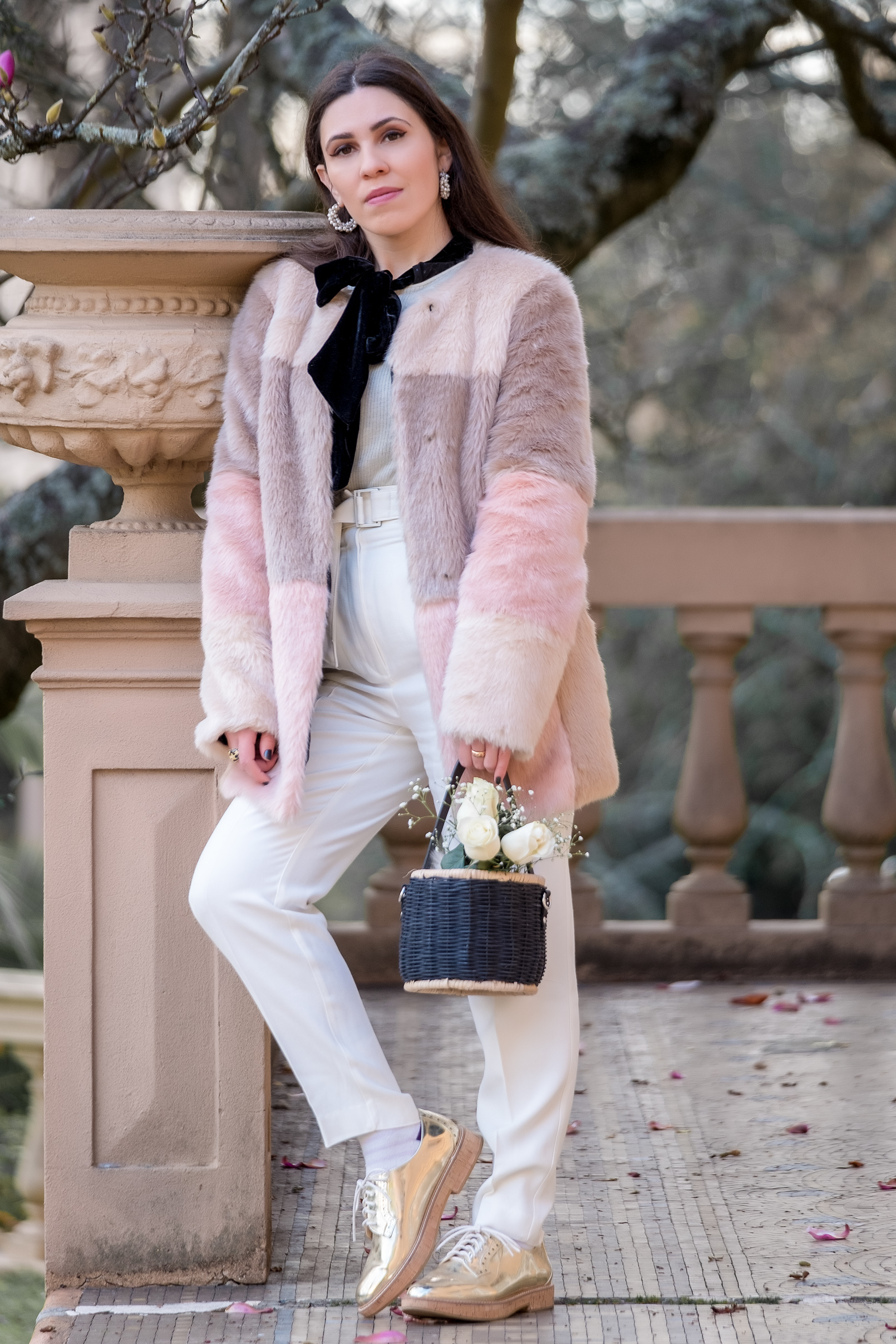 Le Fashionaire faux fur pale pink black asos coat white mango wool trousers oxford gold cork sole mango shoes white cashmere mango sweater 1008 EN faux fur pale pink black asos coat white mango wool trousers oxford gold cork sole mango shoes white cashmere mango sweater 1008 EN