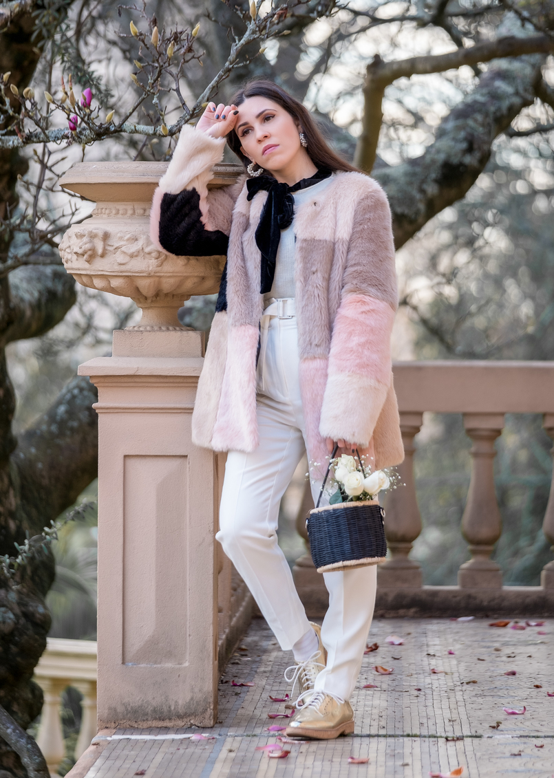 Le Fashionaire For you, Margarida faux fur pale pink black asos coat white mango wool trousers oxford gold cork sole mango shoes white cashmere mango sweater 1028 EN 805x1131