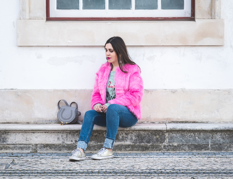 Le Fashionaire The not so casual pink faux fur faux fur pink hm coat green jumper knit embroidered flamingo sweater chloe mini marcie gray all stars gold converse 0251 EN 805x619