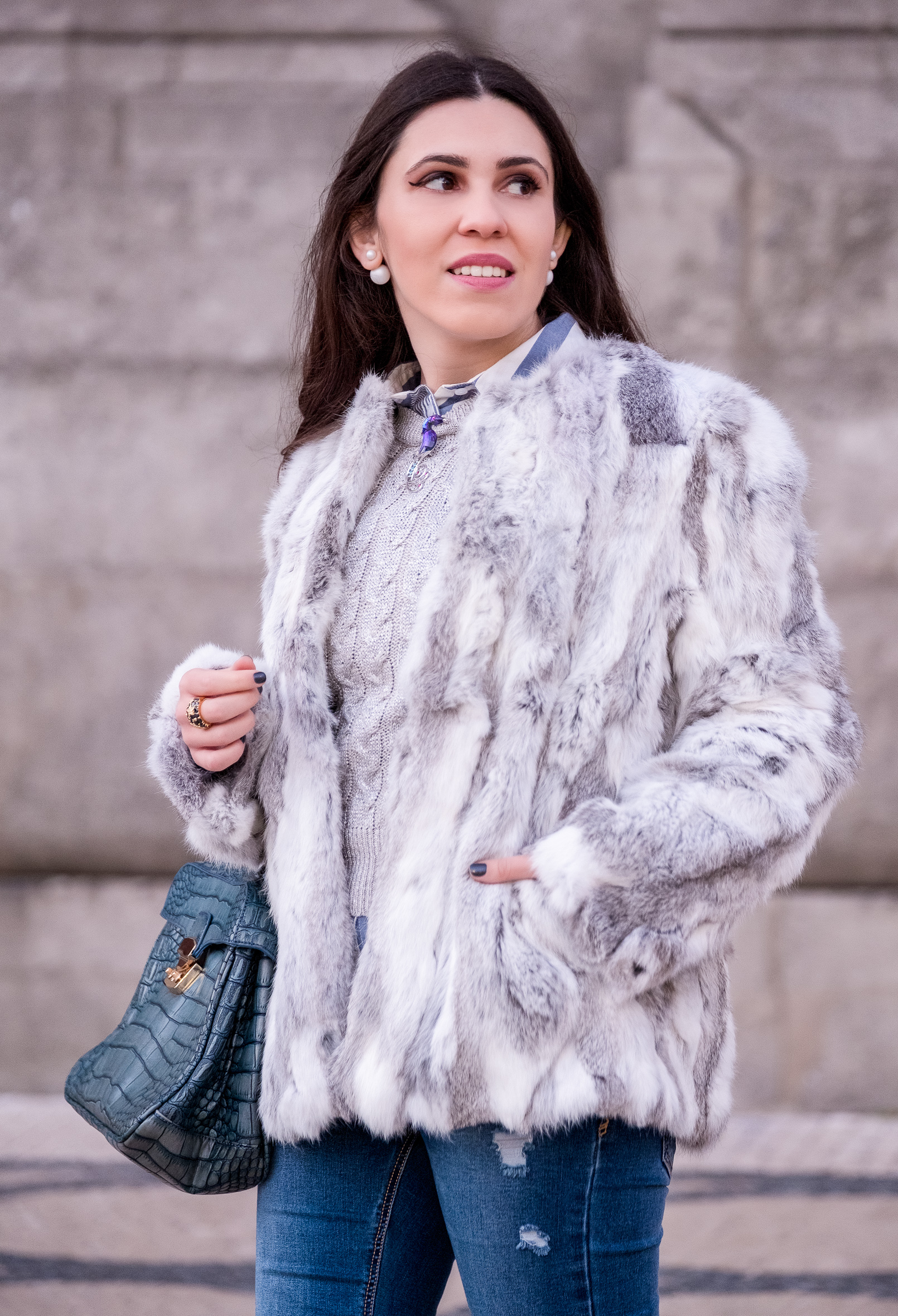 Le Fashionaire fur white gray sfera coat silver cable knit mango stripes light blue white new look shirt stradivarius jeans 1121 EN fur white gray sfera coat silver cable knit mango stripes light blue white new look shirt stradivarius jeans 1121 EN
