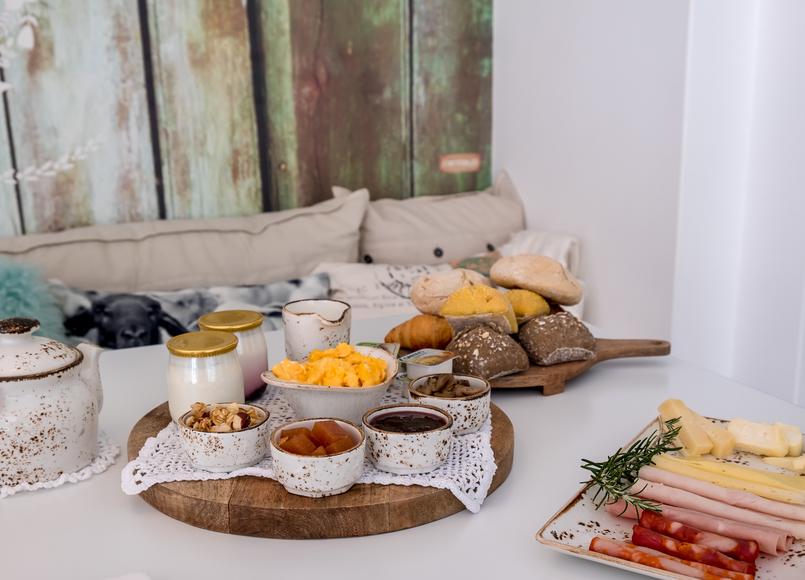 Le Fashionaire Luz Houses: o hotel que aconchega a alma e aquece o coração hotel luz houses pequeno almoco pao queijo ovos manteiga iogurte 9227 PT 805x580
