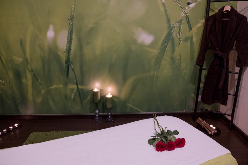 Le Fashionaire Indigo Spa: the best place to relax indigo spa coimbra green bed red roses candles 1441 EN 805x537