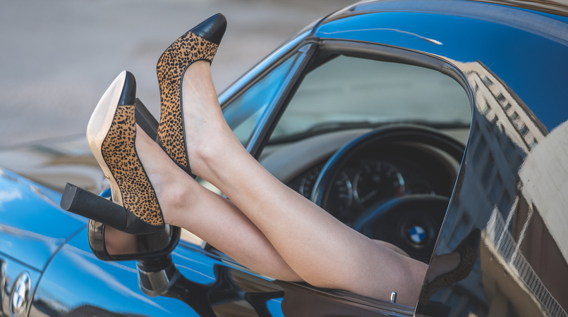 Le Fashionaire Giveaway: enter and win a pair of Dário Madeira leather shoes leopard dario madeira leather fur shoes bmw z3 0041F EN 805x450