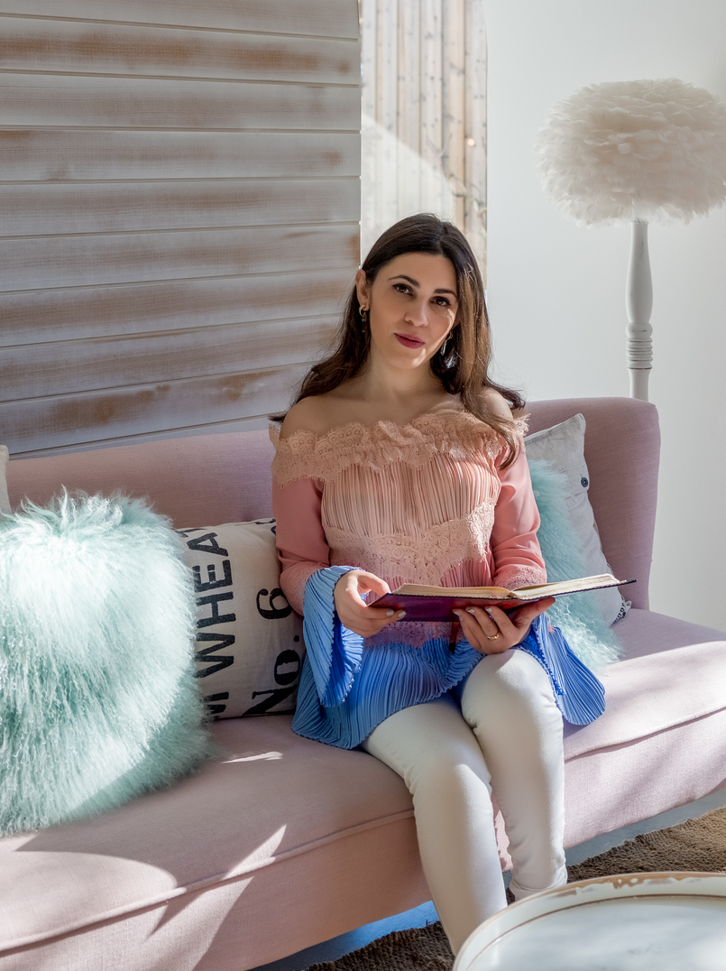 Le Fashionaire Luz Houses: the hotel that is a soul experience luz houses hotel decor lamp sofa pink cushion green uterque baby blue pale pink blouse lace 9267 EN 805x1076