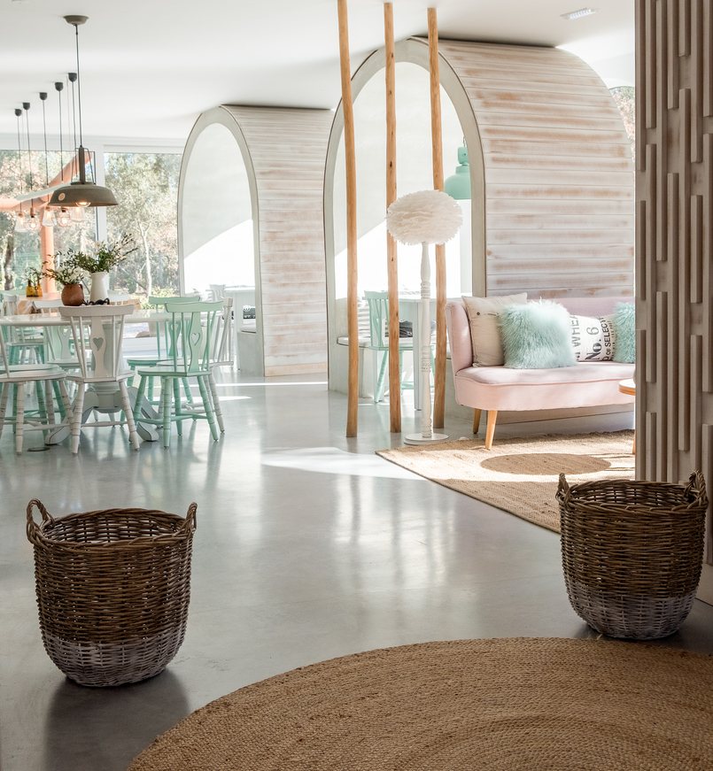Le Fashionaire Luz Houses: the hotel that is a soul experience luz houses hotel room dining bow sofa pink decoration baskets green heart chair 9316 EN 805x871