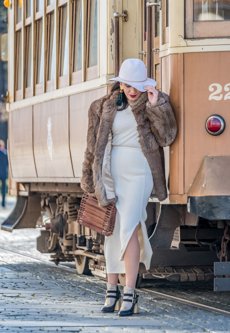 Le Fashionaire Dário Madeira: from the tragedy the most beautiful story of shoes was born white cashmere mango sweater white wool alain manoukian maxi skirt white wool hm gold detail hat 0809 EN 805x1163