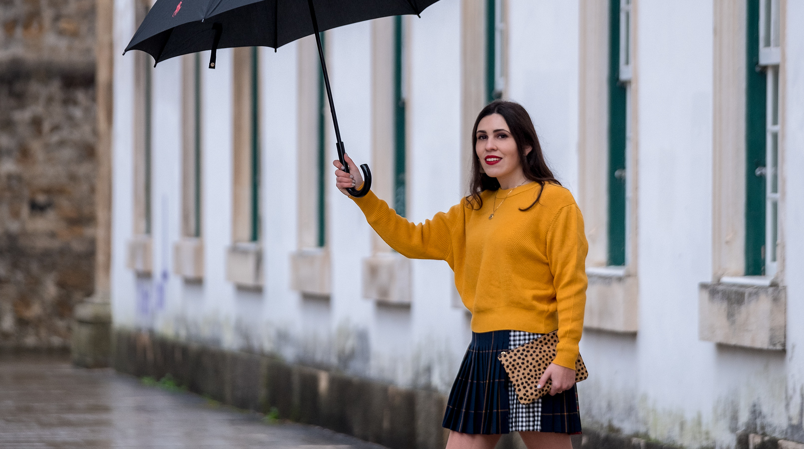 Le Fashionaire Trend alert: mustard is the new black yellow mustard zara jumper knit pleated mini skirt tartan black dark blue red leopard leather sfera clutch 9924F EN