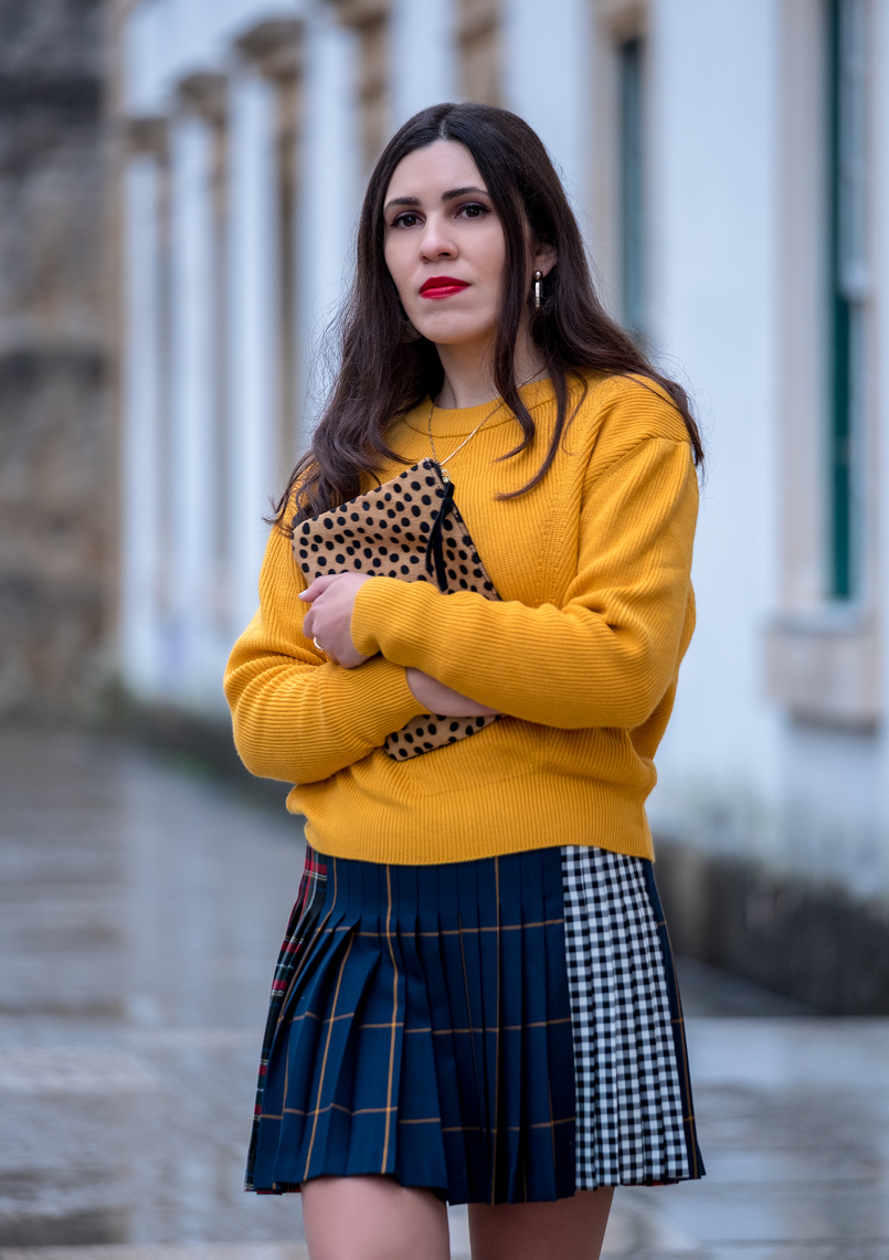 Le Fashionaire Trend alert: mustard is the new black yellow mustard zara jumper knit pleated mini skirt tartan black dark blue red leopard leather sfera clutch 9946 EN 805x1141