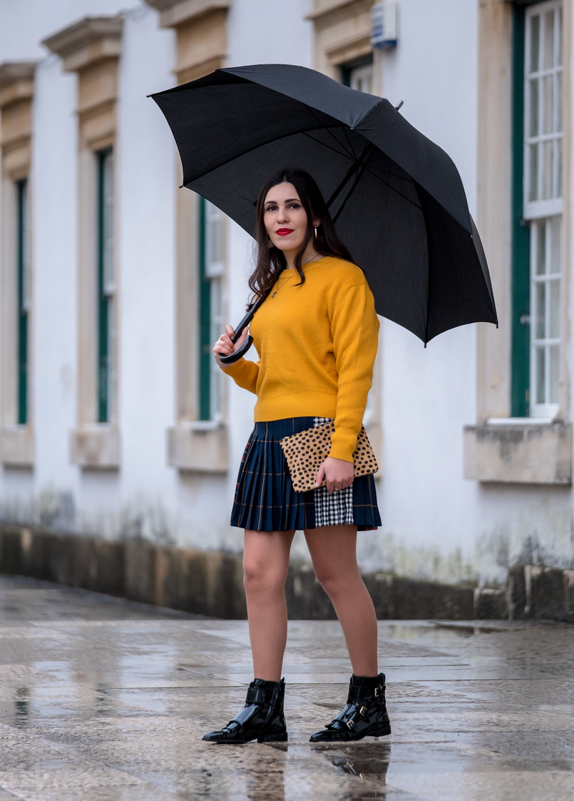 Le Fashionaire Trend alert: mustard is the new black yellow mustard zara jumper knit pleated mini skirt tartan black dark blue red vinyl tassels leather massimo dutti black ankle boots 9892 EN 805x1122