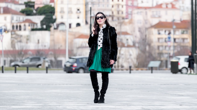 Le Fashionaire Live the moment, not the future black faux fur sfera coat green pleated vintage skirt polka dots white black shein shirt over knee black suede boots 2112F EN 805x450