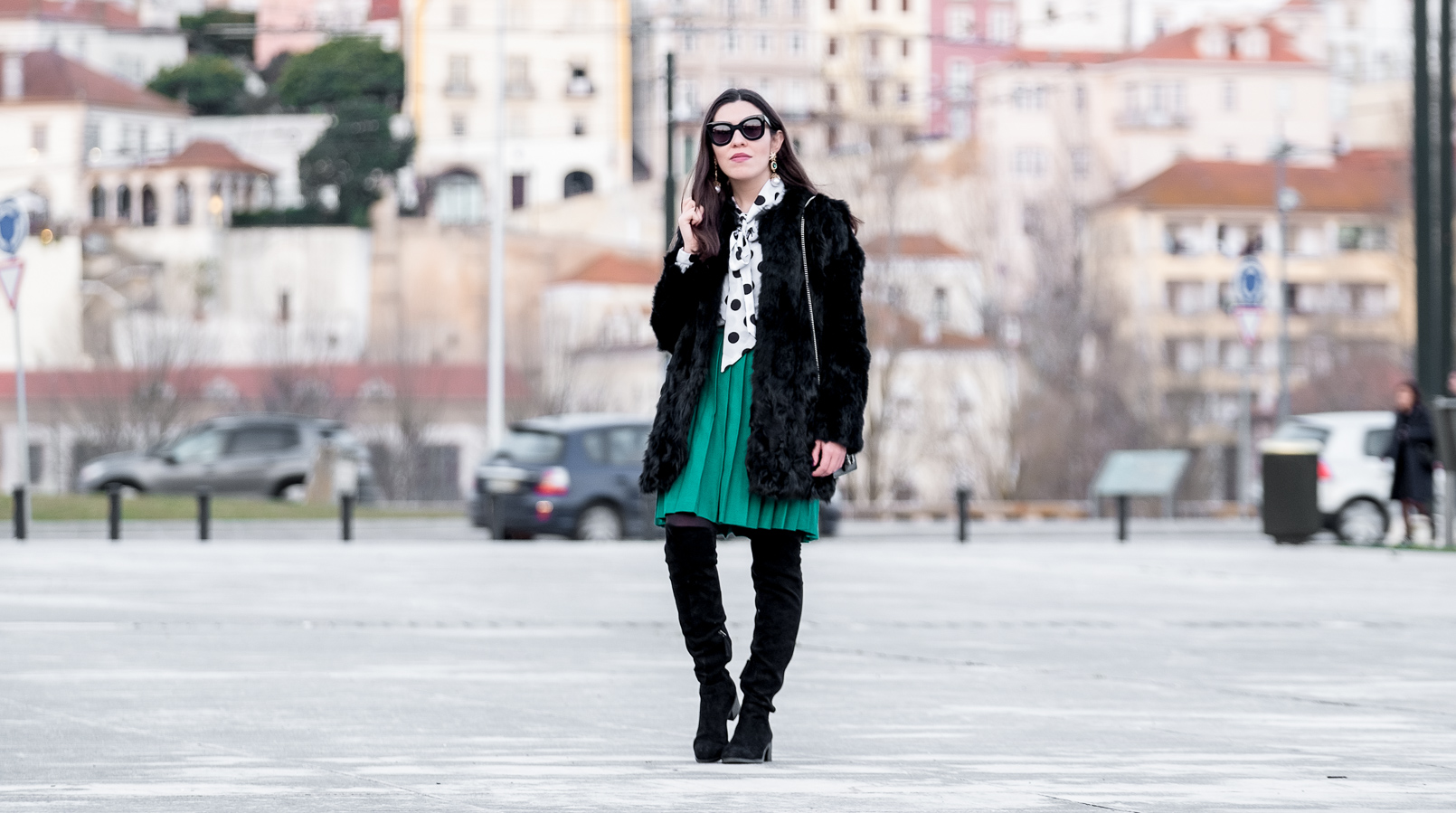 Le Fashionaire Live the moment, not the future black faux fur sfera coat green pleated vintage skirt polka dots white black shein shirt over knee black suede boots 2112F EN