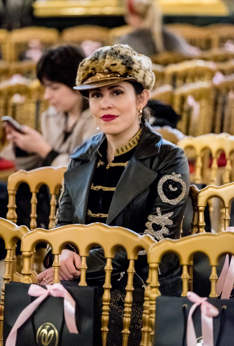 Le Fashionaire O que usei e como foi o desfile do Valentin Yudashkin boina pelos leopardo pala dourada antiga casaco pele preta cristais macas serpentes dourado uterque brincos dourados quartzo mango 4176 PT 805x1188