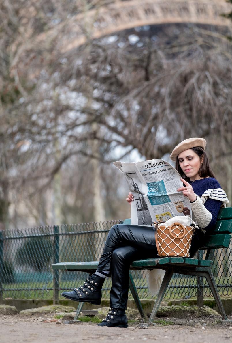 Le Fashionaire Ir a Paris sem uma boina nem é ir a Paris! camisola azul escuro branco riscas folhos mango mala castanha rede branca mango botas pretas pele perolas brancas zara 3655 PT 805x1188