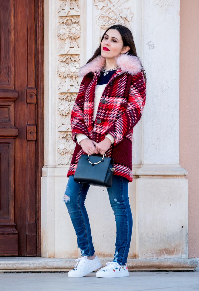 Le Fashionaire Mid   season sales are for buying coats denim blue jeans stradivarius white embroidered eyes lipstick bershka sneakers black gold hoop zara bag 1723 EN 805x1177