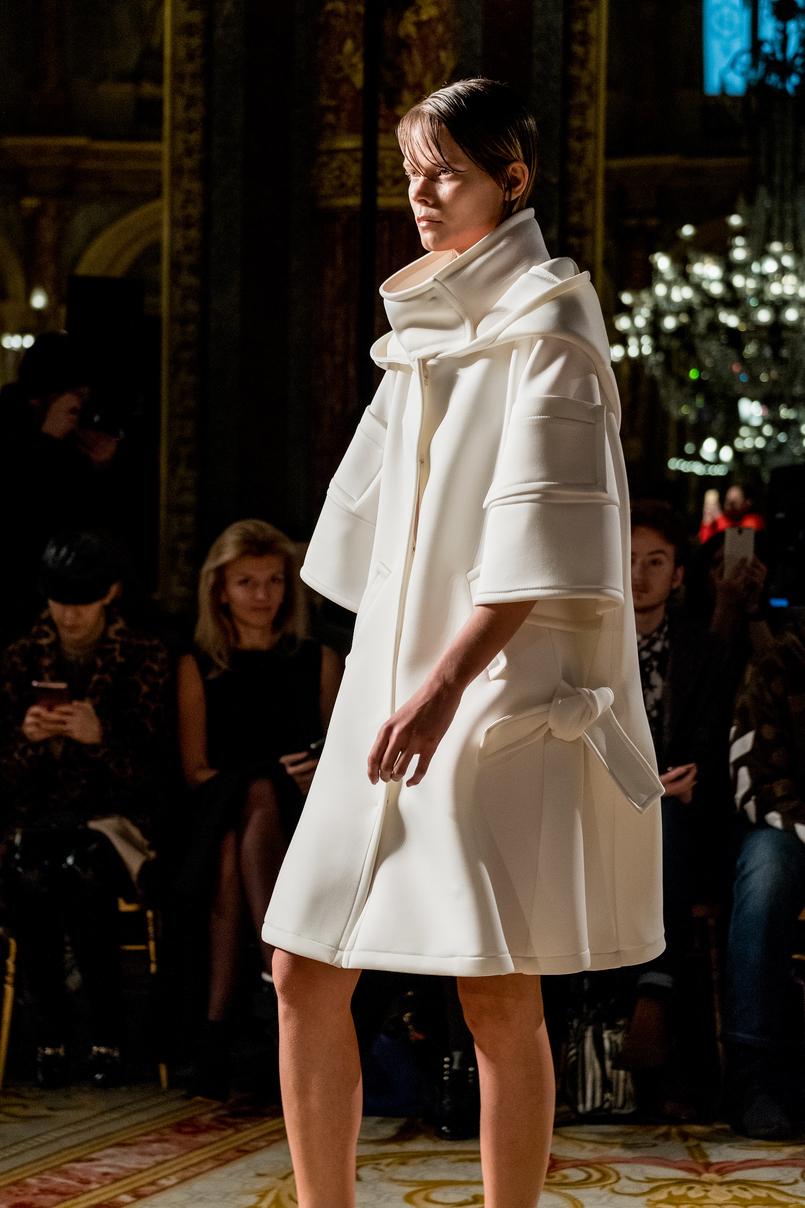 Le Fashionaire O que usei e como foi o desfile do Valentin Yudashkin desfile valentin yudashkin inspiracao moscovo branco 4189 PT 805x1208