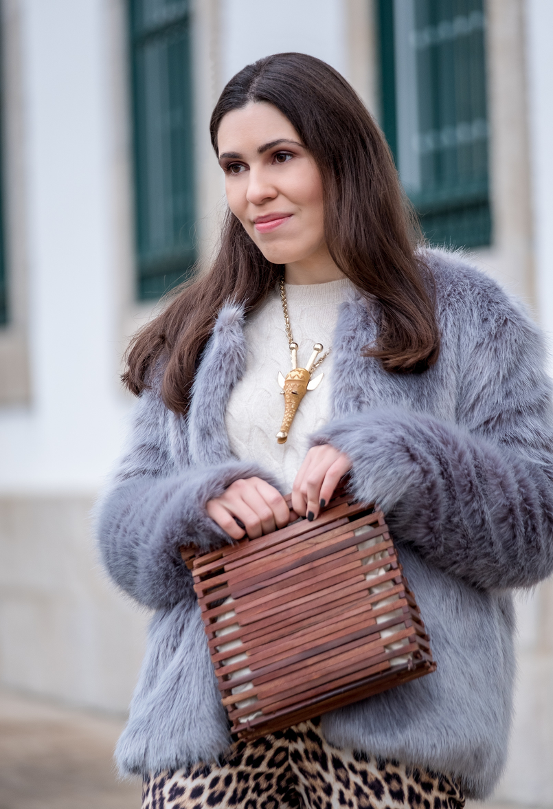 Le Fashionaire Why you need to stop comparing yourself faux fur pale blue bershka coat cashmere cable knit mango gold nude brown giraffe bold necklace wood hand made zara bag 1264 EN 805x1177