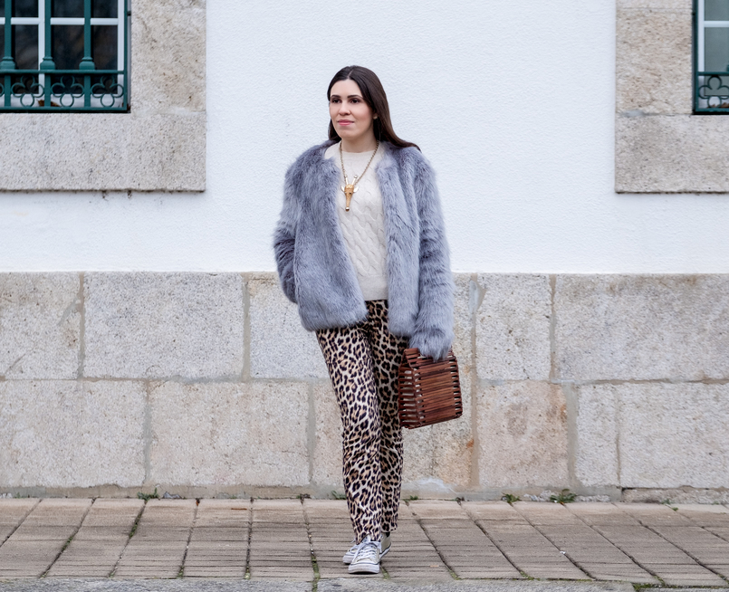 Le Fashionaire Why you need to stop comparing yourself faux fur pale blue bershka coat leopard print zara trousers cashmere cable knit mango gold nude brown giraffe bold necklace 1169 EN 805x654