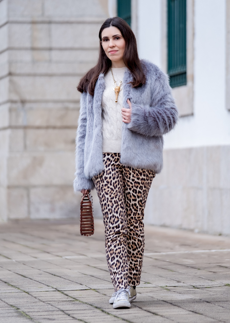 Le Fashionaire Why you need to stop comparing yourself faux fur pale blue bershka coat leopard print zara trousers gold nude brown giraffe bold necklace gold converse all star sneakers 1275 EN 805x1130