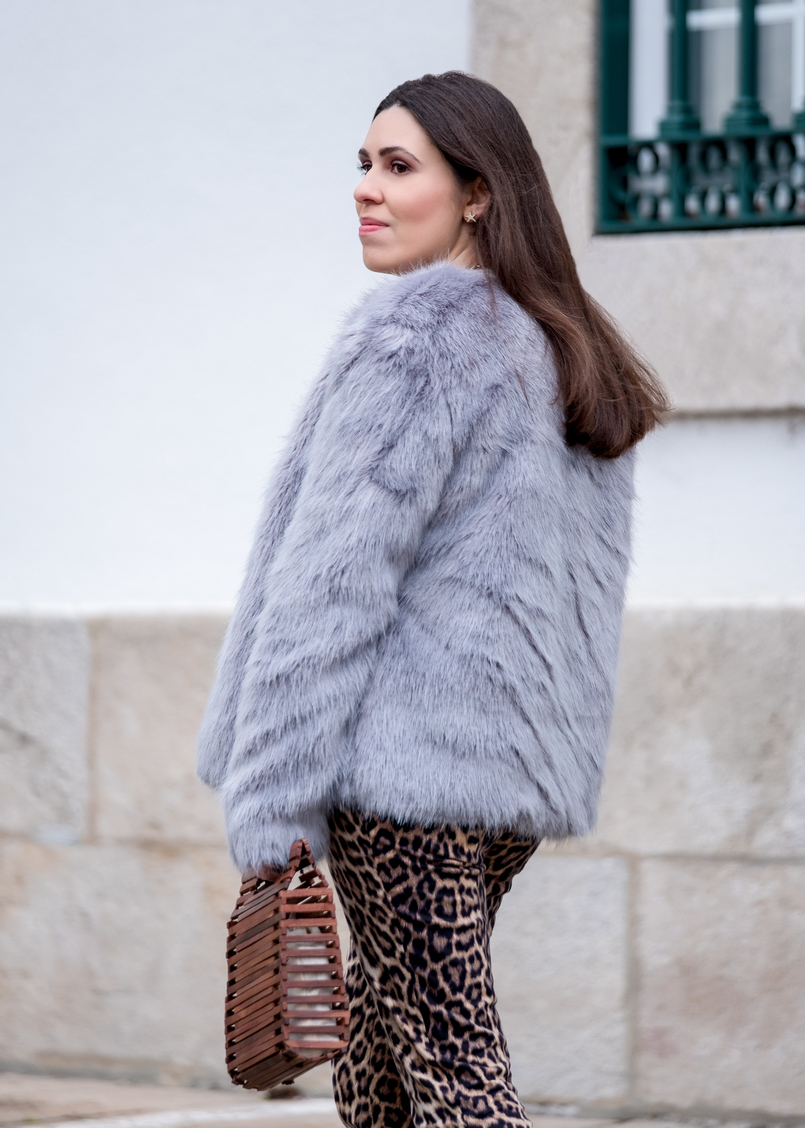 Le Fashionaire Why you need to stop comparing yourself faux fur pale blue bershka coat leopard print zara trousers wood hand made zara bag 1189 EN 805x1128