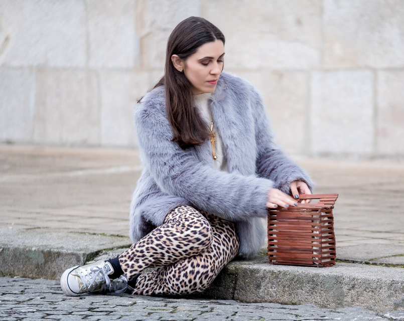 Le Fashionaire Why you need to stop comparing yourself faux fur pale blue bershka coat leopard print zara trousers wood hand made zara bag gold converse all star sneakers 1212 EN 805x640