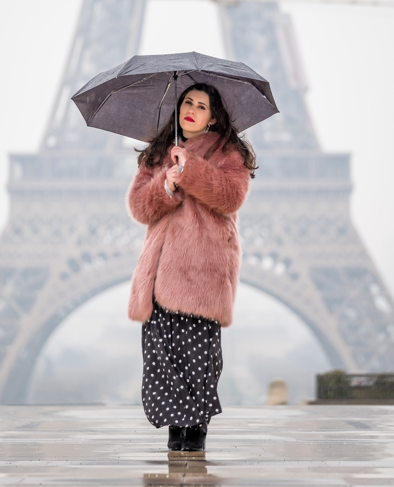 Le Fashionaire 5 must go places in Paris faux fur pink maxi mango coat polka dots black white zara dress umbrella 3046 EN 805x994