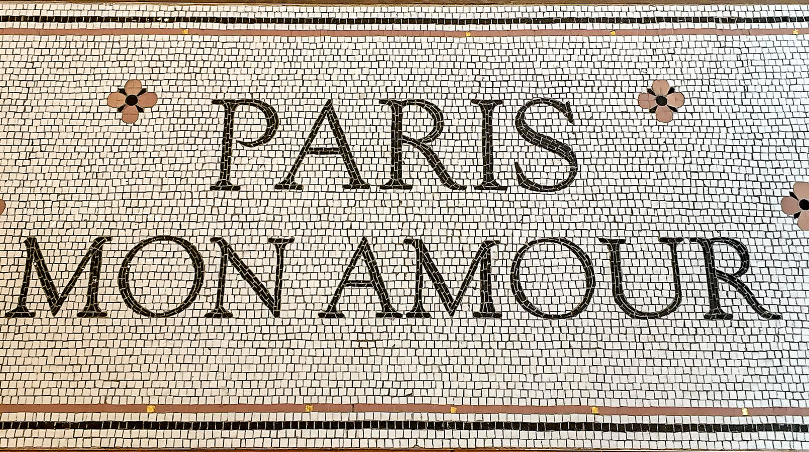 Le Fashionaire 5 must go places in Paris floor paris mon amour sezane 1111F EN