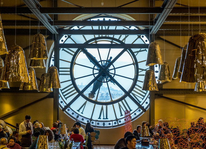 Le Fashionaire Paris: Montmartre and luch at Pink Mamma giant watch 2904 EN 805x584
