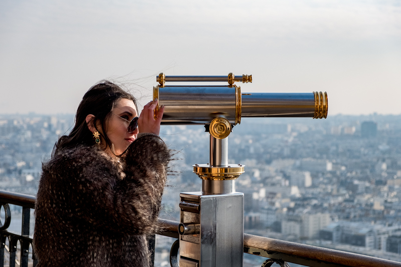 Le Fashionaire Is it worth it going to the Eiffel Tower? gold telescope faux fur brown coat vintage 2599 EN 805x537