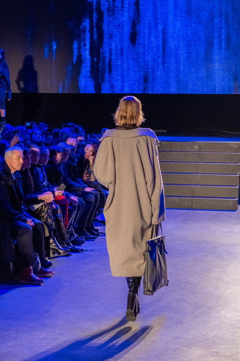 Le Fashionaire How is it like to be at Paris Fashion Week? mashama paris fashion week show 2018 3891 EN 805x1208