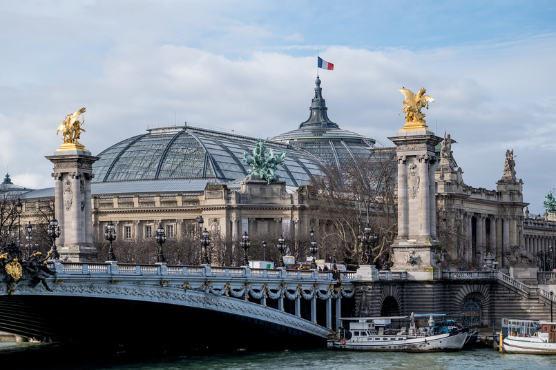 Le Fashionaire The most instagrammable bridge in Paris over knee stradivarius suede black boots Pont Alexandre III grand palais 3111 EN 805x537