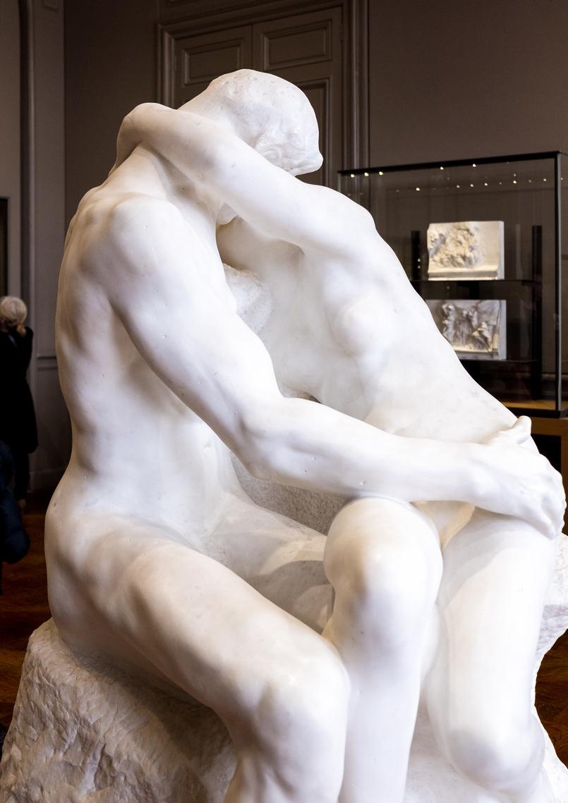 Le Fashionaire 5 sítios imperdíveis em Paris rodin estatua branca beijo 3825 PT 805x1139