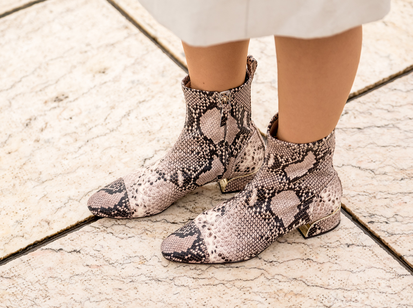 Le Fashionaire How important is breaking routines? snake print leather massimo dutti boots 4849 EN 805x600